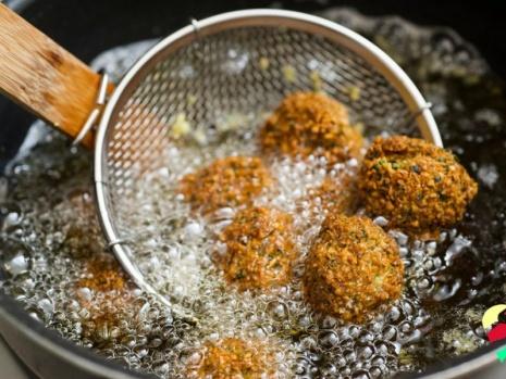 Aşırı yağda kızarmış yiyecekler Zararlı olan içerik:  hidrojenize yağ