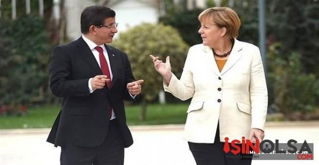 Merkel'den Erdoğan Şiirine Tepki!