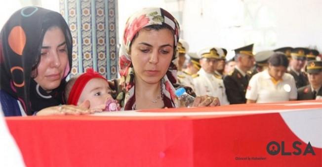 Murat Erdi Eker'i son yolculuğuna 4 aylık kızı uğurladı
