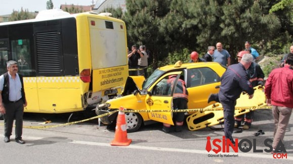 Taksi Yolcu Otobüsüne Çarptı 1 Kişi Hayatını Kaybetti