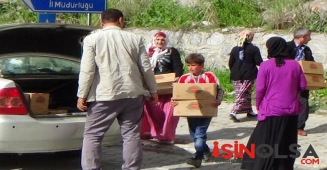 CHP Yüksekova'da  Bulunan Ailelere Yardım Yaptı