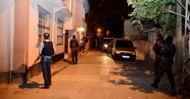 Adana'da Özel Harekat Timleri Şafak Operasyonu Yaptı