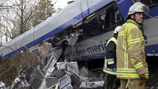 Almanya'daki Tren Kazasında Ölenlerin Sayısı 11 Oldu