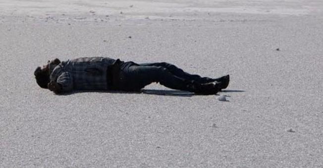 Buz Tutan Gölün Üzerinde Böyle Yıkılıp Kaldı