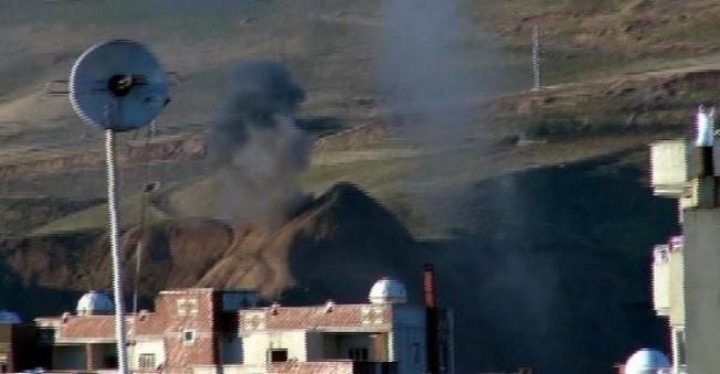 Cizre'de Silah Sesleri Arasında Ekmek Kuyruğu