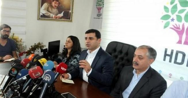 Cizre'ye Giremeyen Demirtaş,İdil'de Konuştu