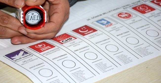 Defalarca Oy Kullanan Sandık Görevlisi Yakayı Ele Verdi