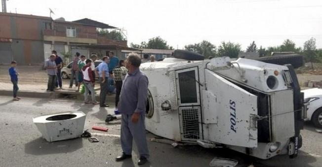 Diyarabakır'da Polis Zırhlı Aracı Takla Attı!