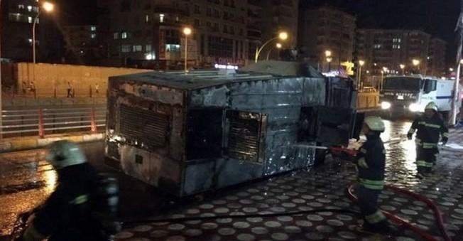 Diyarbakır AK Parti İl Başkanlığına Bombalı Saldırı
