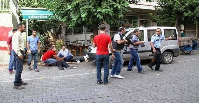Diyarbakır'da ALÇAK Saldırı: Çorbacıdaki Polislere KURŞUN Yağdırdılar