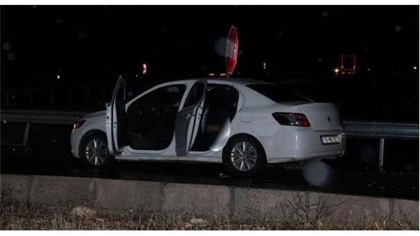 İki Kardeşi otomobil içinde infaz ettiler