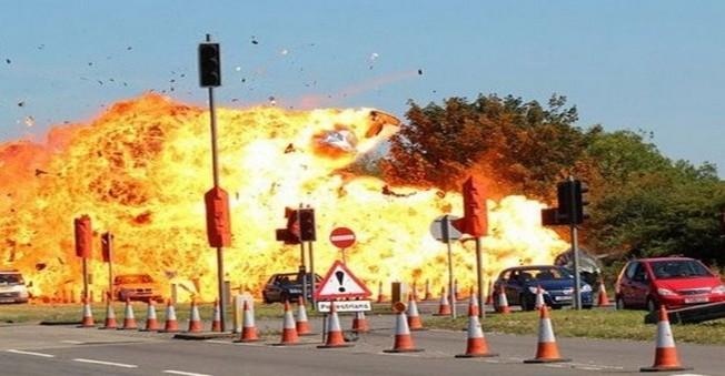 İngiltere'de yaşanan uçak kazasının bilançosu ağır oldu.