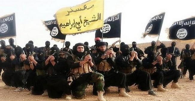 İŞİD 200 Kişiyi Elektrik Direklerine Bağlayarak...