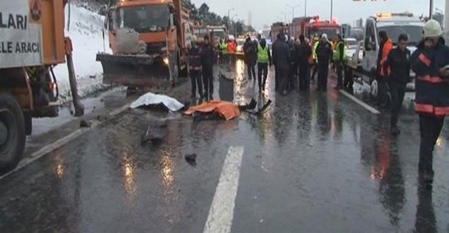 İstanbul'da Feci Kaza! 3 ölü, 1 yaralı