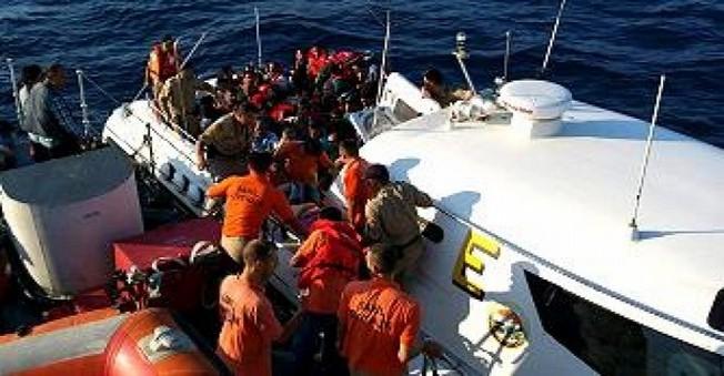 Kaçmaya çalışırken Botları Batan 30 umut yolcusundan 15'i kayıp