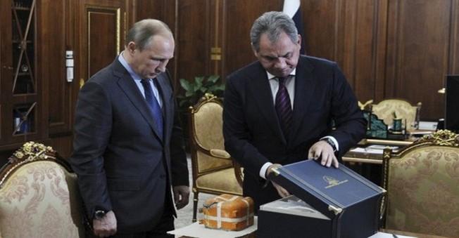 Kara Kutu Putin'in Elinde Patladı!