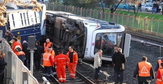 Metrobüs kazasında 12 kişi yaralandı