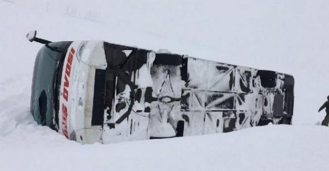 Muş'ta Otobüs Devrildi! 40 Yaralı