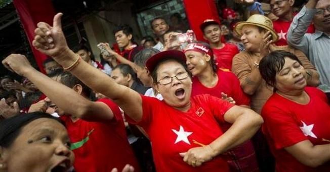 Myanmar,'da yapılan seçimlerde iktidar partisi koltuğundan indirildi