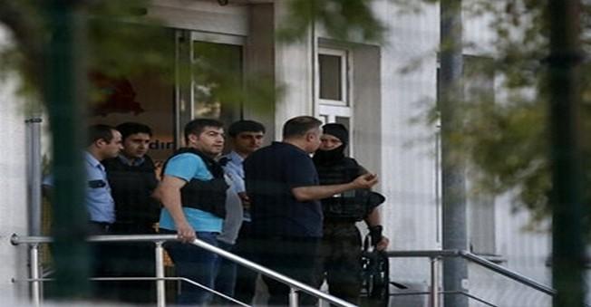 PKK'lı Teröristler İstanbul'da Polis Merkezine Saldırdı