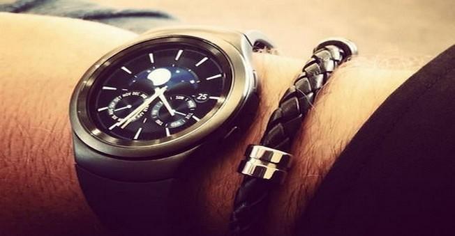 Samsung'un Yeni Kavisli Akıllı Saati Beğeni Topladı!