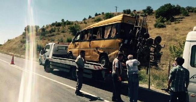 Takla Atan Serviste Bulunan 11 Kişi Yaralandı!
