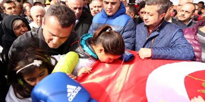 Tuğrul Türkeş'te Sinan Şamil Sam'a Son Görevini Yaptı