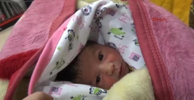 Yeni Doğan Bebeğini Acımdan Tuvalete Terk Edip Kaçtı