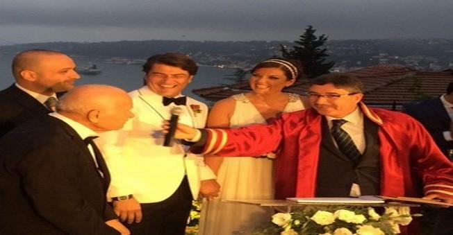 Yok Artık! Ekranların Yakışıklısı Eşine Evlilik Sözleşmesi Yapmış