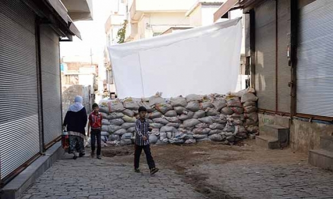 Diyarbakır'da YDG-H üyeleri polisle çatıştı